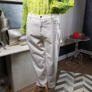OLD NAVY PERFECT STRAIGHT WHITE JEANS SIZE18